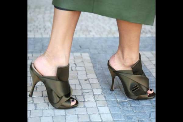 أحذية المول الحريرية